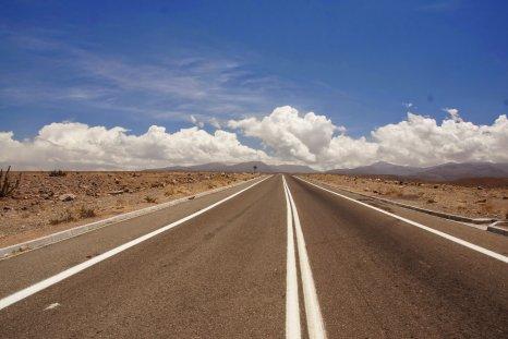 Achter mij de wolken boven de Altiplano - Wiecher Huisman